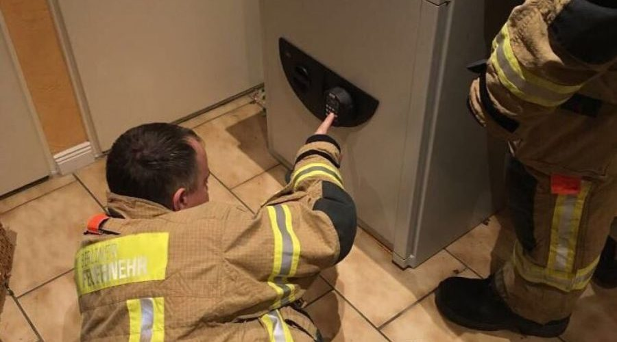 Menino de 9 anos se tranca no cofre do avô em brincadeira de esconde; bombeiros levaram 3 horas para o resgate