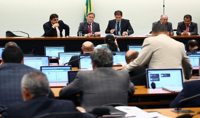 Parlamentares pedem ao relator do orçamento recursos para impressão de votos em 2018