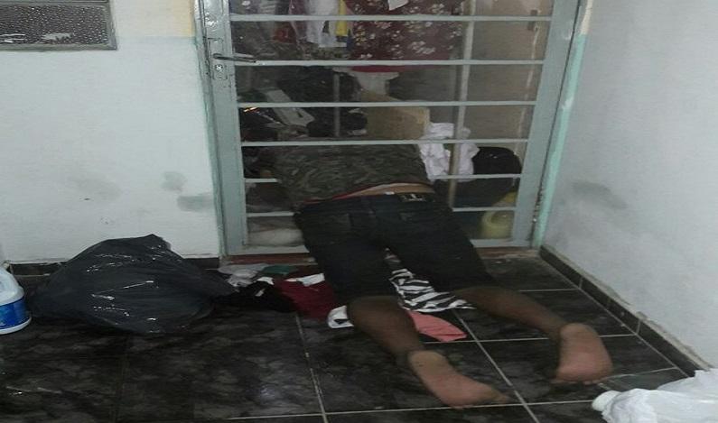 Ladrão fica entalado em porta ao furtar roupas de apartamento em MT e é preso