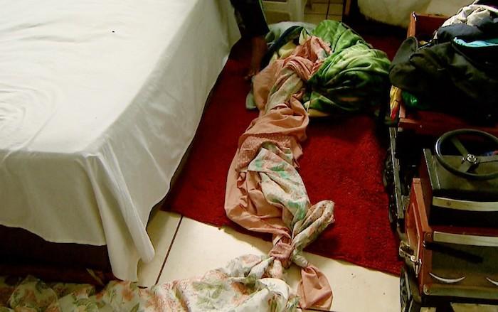 Menina de 9 anos usa lençol para fugir de apartamento e cai do 3º andar