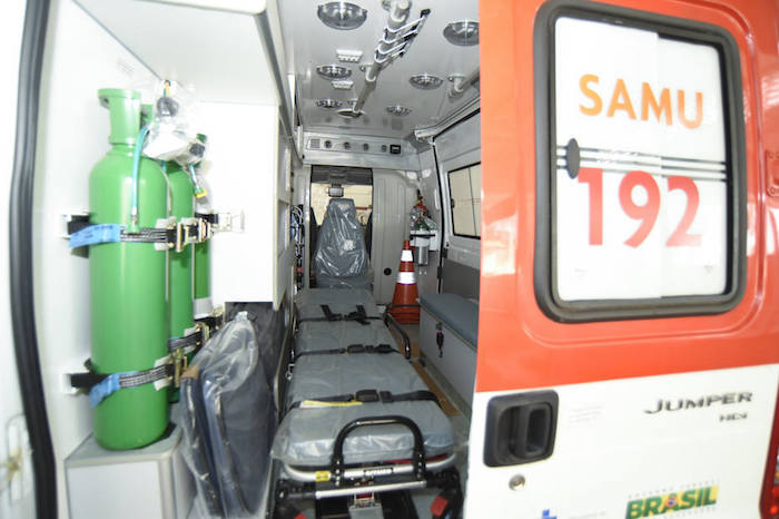 Polícia indicia 14 por morte de menina que esperou 15 horas por atendimento em ambulância sem combustível