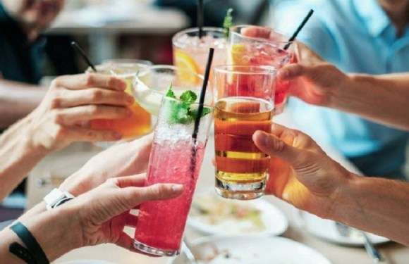 Estudo mostra como o álcool danifica DNA e aumenta risco para câncer