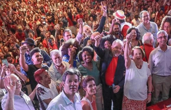 """Lula diz que será candidato """"aconteça o que acontecer"""""""