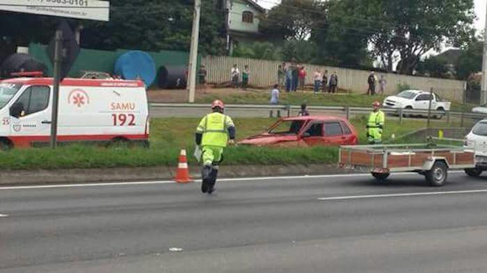 Mulher se desespera ao ver acidente com parente, atravessa rodovia e é atropelada; estado gravíssimo