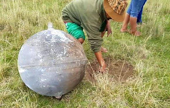Pedaços de foguete viram bola de fogo nos céus do Acre e Peru