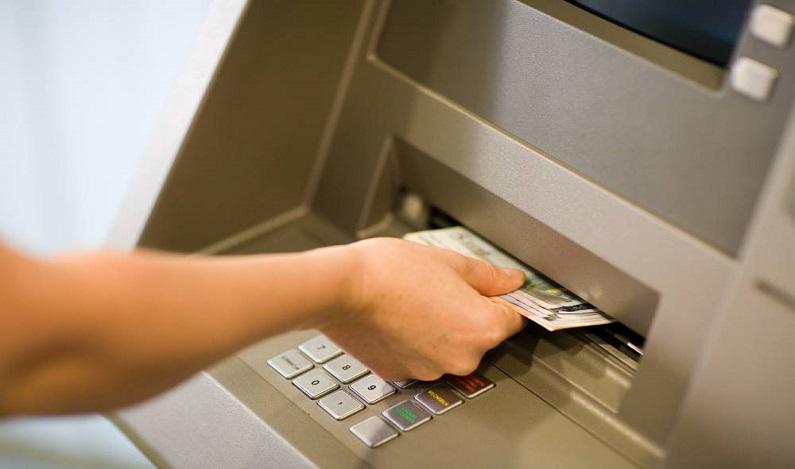 O que fazer quando o caixa eletrônico 'engole' seu dinheiro