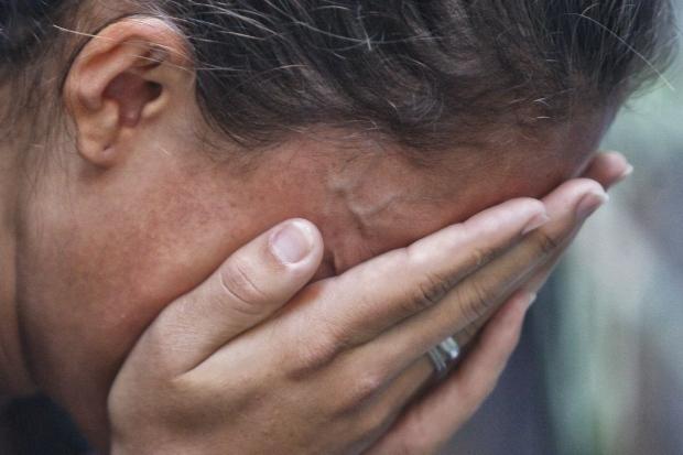 Mãe que não aceitava namoro da filha de 16 anos é morta pelo genro de 35