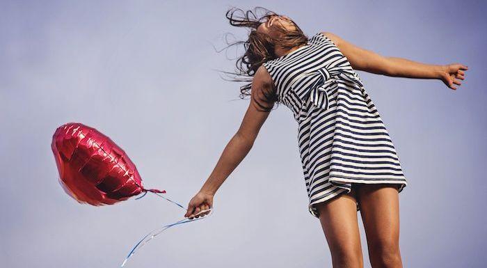 Modelo italiana de 18 anos leiloa virgindade na internet