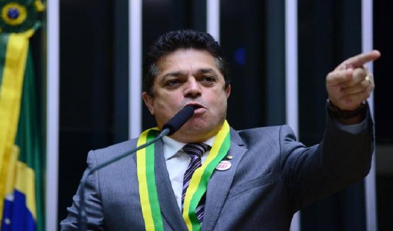 PF prende deputado federal condenado a 5 anos de prisão em aeroporto