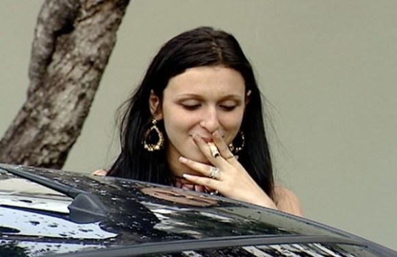 Jovem que 'fumou dinheiro' no ES passa em concurso para delegada aos 24 anos
