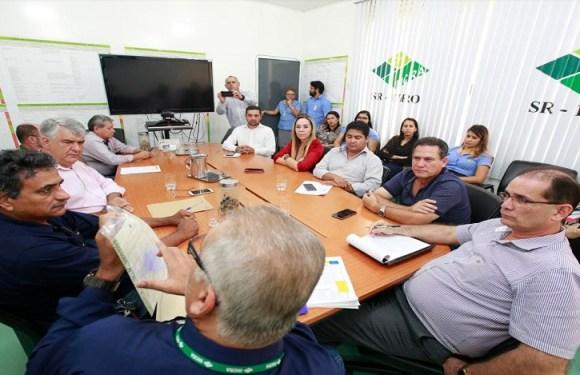 Maurão de Carvalho discute situação fundiária de Rondônia
