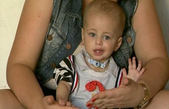 Bebê tem pé e pontas dos dedos amputados após ser internado com pneumonia em SP
