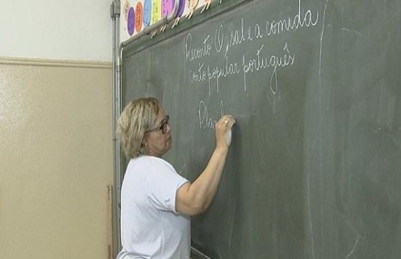 Alunos brasileiros vão demorar 260 anos para atingir índice de leitura dos países ricos, diz Banco Mundial
