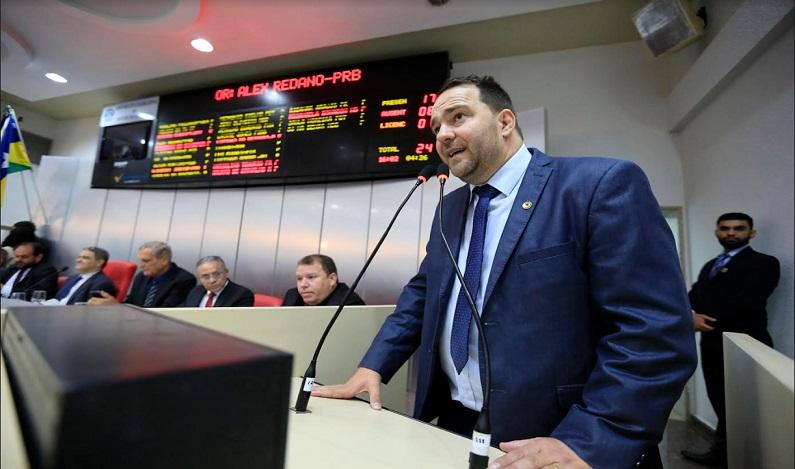 Alex Redano solicita mais de três mil toneladas de massa asfáltica para atender sete municípios