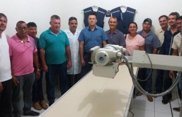Deputado Edson Martins participa da entrega de aparelho de Raio-X e ultrassonografia em Urupá