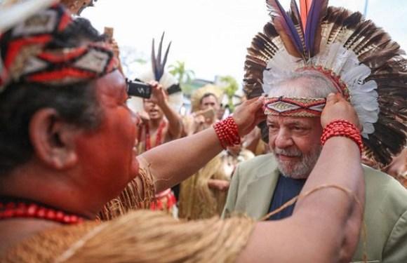 Índios realizam ritual para proteção de Lula contra prisão