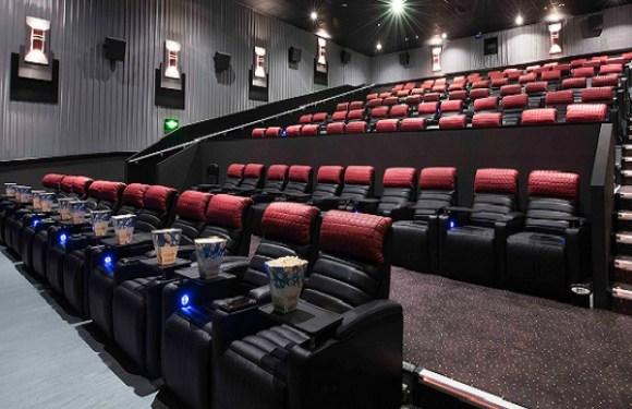 Homem morre ao ficar com cabeça presa em poltrona de cinema