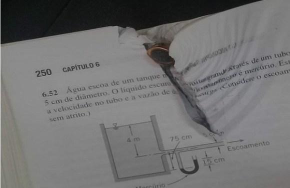 Universitário é salvo após bala atingir livro que estava em mochila