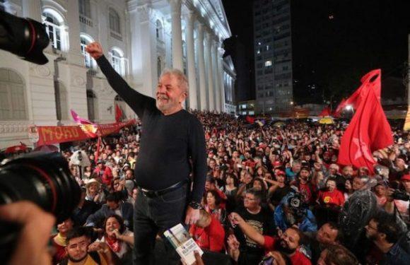 Ministra rejeita pedido da PGR para que só STJ analise soltura de Lula