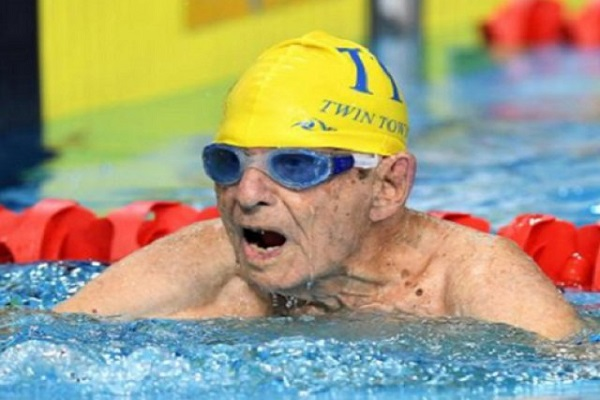 Australiano de 99 anos nada 50m em menos de um minuto e estabelece novo recorde
