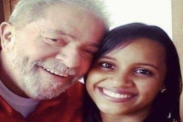 Resultado de imagem para Gleici Damaceno venceu o BBB 18 exibindo apoio a Lula e ao PT