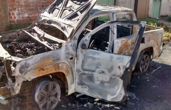 Filho põe fogo na caminhonete do pai após não conseguir veículo emprestado