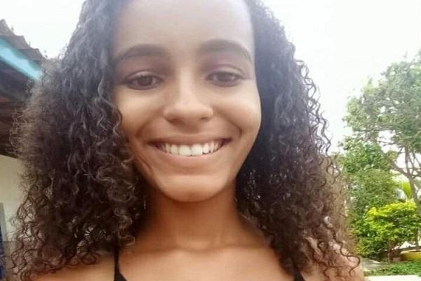 Menina morre após comer macarrão e chocolate; polícia investiga envenenamento