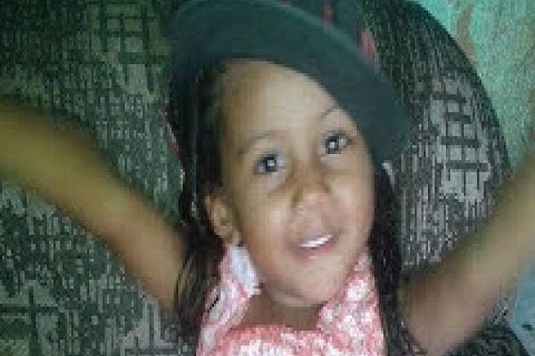Criança de 2 anos morre após ingerir pó de bateria de controle remoto