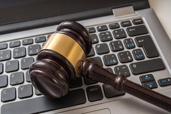 Juíza impõe multa de R$ 100 por hora para que usuário e Facebook retirem conteúdo ofensivo