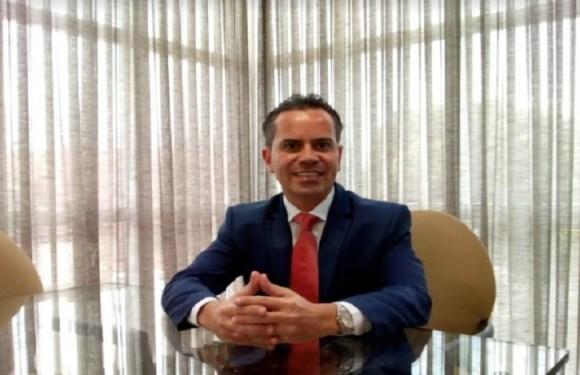 """""""Revisão da História"""", por Andrey Cavalcante"""