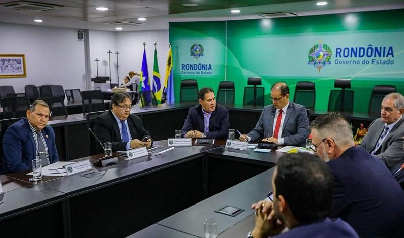 Maurão de Carvalho participa de reunião para discutir crise com paralisação de caminhoneiros