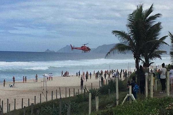 Queda de helicóptero no mar da Barra da Tijuca deixa um morto e três feridos
