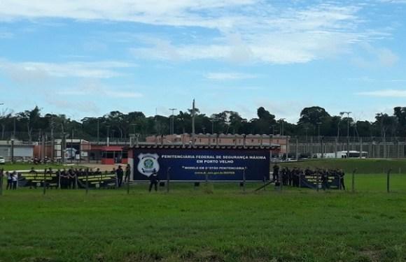 Agentes fazem manifestação em presídio federal de Porto Velho
