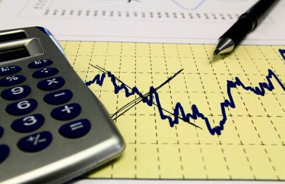 Mercado financeiro prevê menor crescimento do PIB e inflação maior