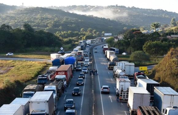 Caminhoneiros protestam contra alta do diesel no país