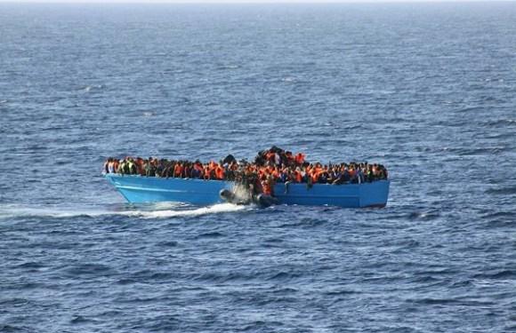 Naufrágios deixam ao menos 40 imigrantes mortos no Mediterrâneo
