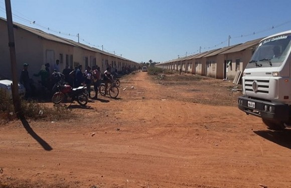Cerca de 200 famílias são despejadas de imóveis invadidos em Porto Velho