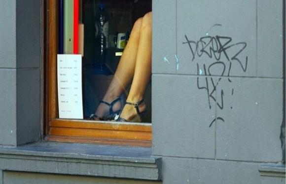 Prostitutas de Bruxelas fazem greve em protesto após assassinato de colega