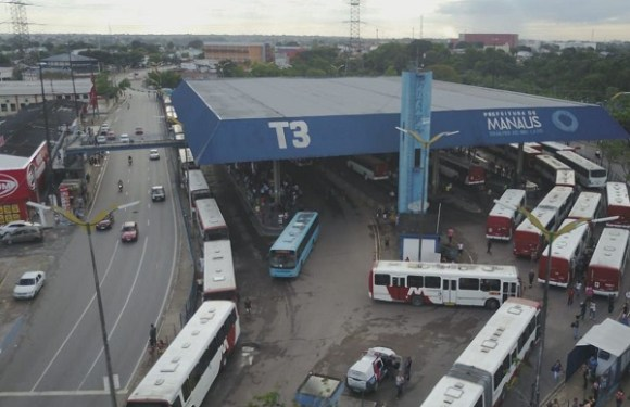 Após sete dias de greve, mais de 60 ônibus são depredados em Manaus