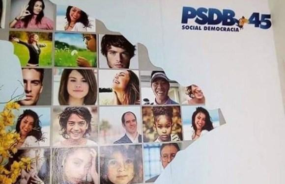 PSDB usa imagens da cantora Selena Gomez e youtuber em painel de campanha eleitoral