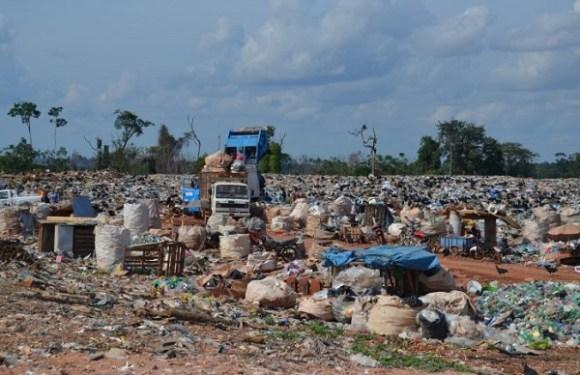 Crianças são flagradas trabalhando em lixão de Porto Velho