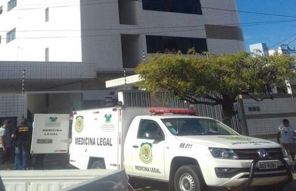 Avô mata neto a facadas e se joga de cobertura de prédio no RN
