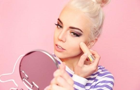 8 erros de maquiagem que podem dar um aspecto envelhecido ao rosto