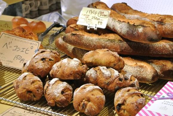 ブレッドハウスバンブーのバゲットや天然酵母くるみレーズンのパン