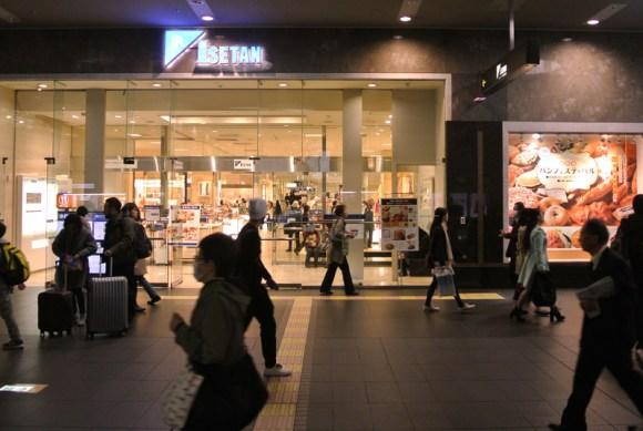 ジェイアール京都伊勢丹の京都駅入口