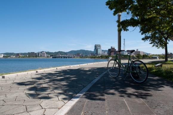 トーキョーバイクと松江と出雲にまたがる宍道湖
