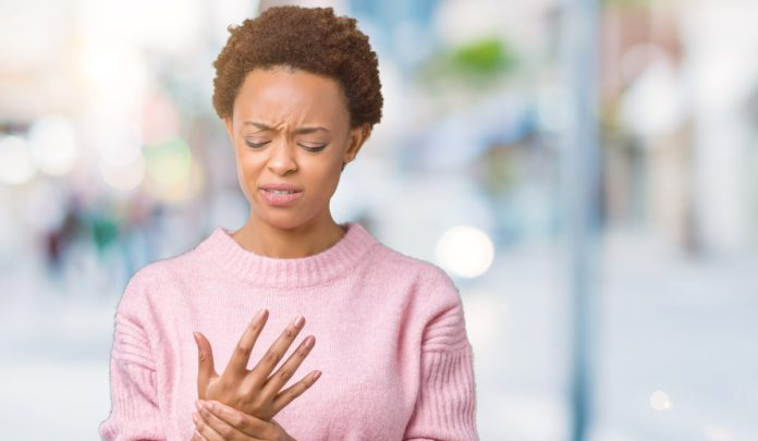 woman suffering with RA in hands
