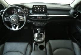 منظر داخلي لسيارة كيا جراند سيراتو
