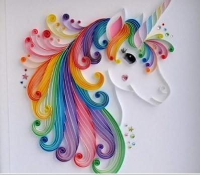 اعمال فنية بالورق الملون حصان باستخدام طي الورق