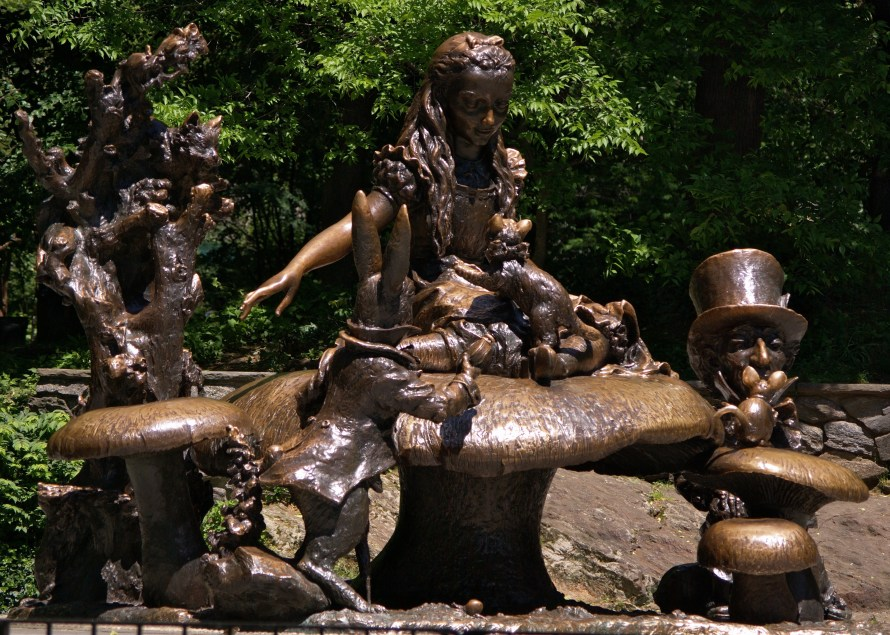 alice_in_wonderland_sculpture_in_central_park